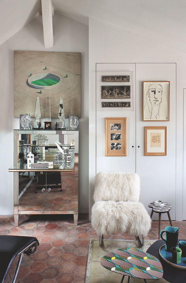 Appartement Paris 6  un petit appart atypique Salons, Living