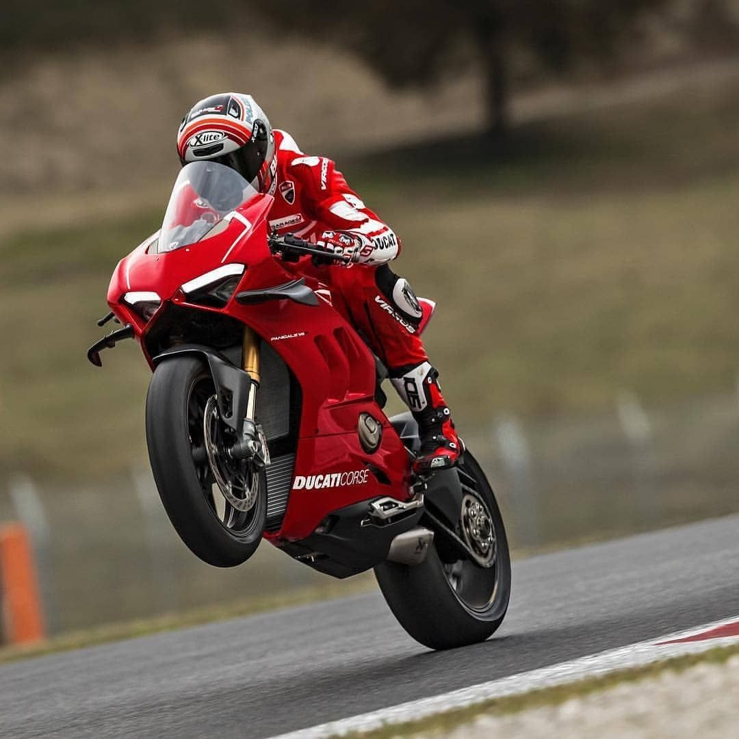 All New And Insane Ducati Panigale V4r Hot Or Not Ducatiobsession Ducatimotor Panigalev4r Ducati Motorbike Ducati Panigale Moto Ducati