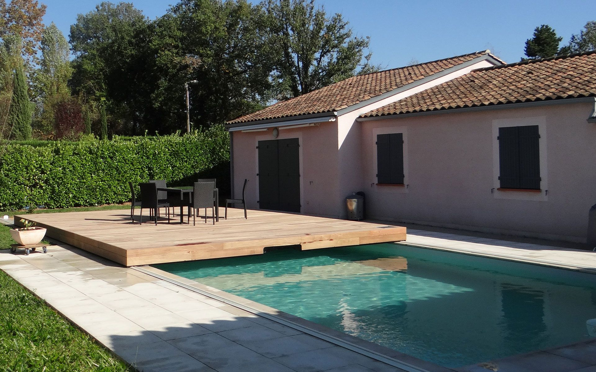 Nos terrasses mobiles on pinterest mobiles ferrets and for Piscine hors sol couverte