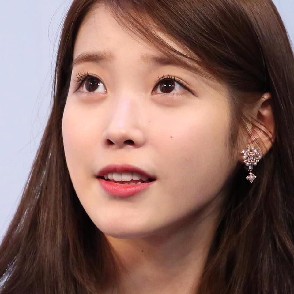 Lee Ji-eun (이지은) also known as IU (아이유) | She's such a delicate beauty. Her eyes are so beautiful!!