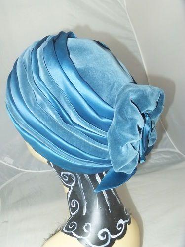 VINTAGE HAT 1950s TURBAN CLOCHE TWO TONE VELVET AND SATIN by TRIKKI | eBay