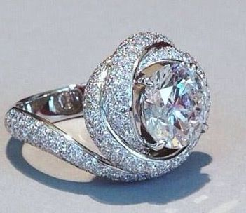 96fcc8f4be081 Trinity Ruban Ring by Cartier--this is the only engagement ring that ...