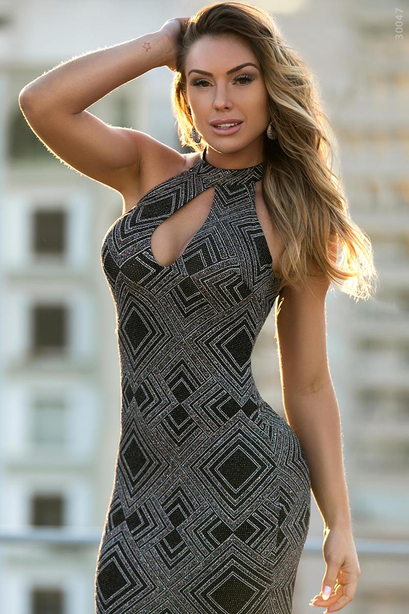 2fe8529aef Moderno e ousado, aquele vestido para você chegar arrasando! #Look #Jeans #