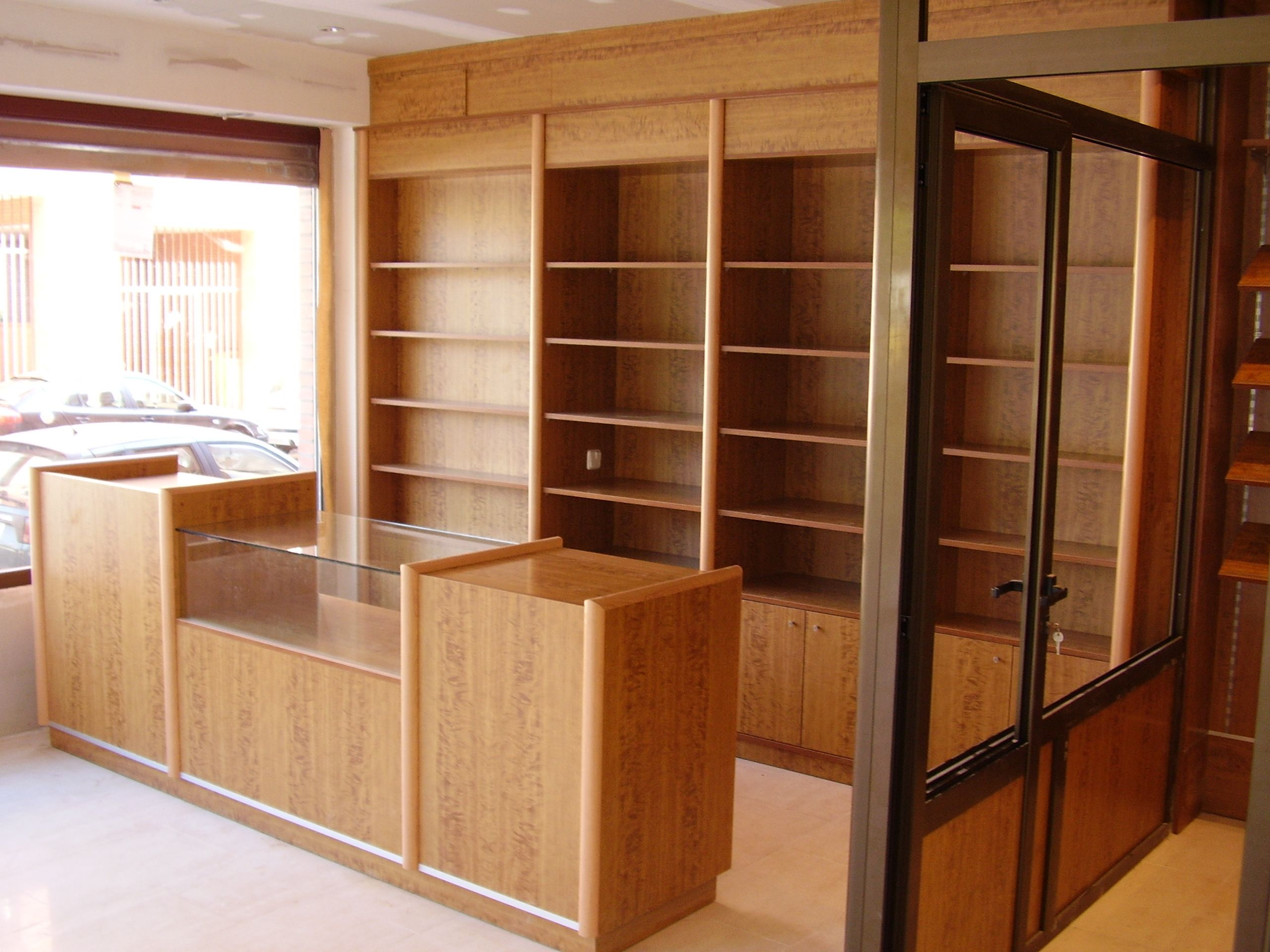 mobiliario para comercios muebles de madera y estanter as