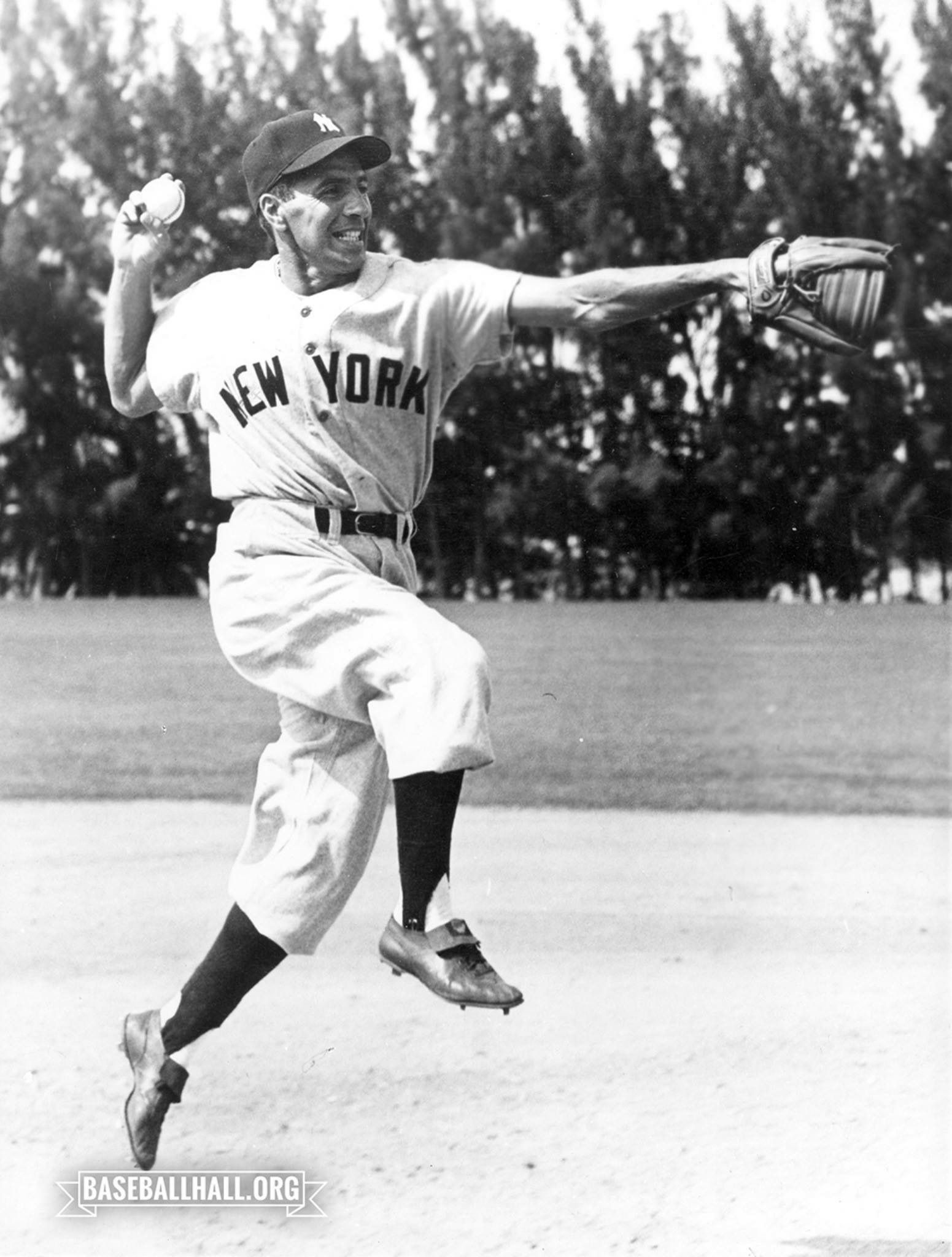 In His 13 Seasons In The Big Leagues Phil Rizzuto S Yankees Went To The World Series 10 Times Sixty Phil Rizzuto New York Yankees Baseball Yankees Baseball