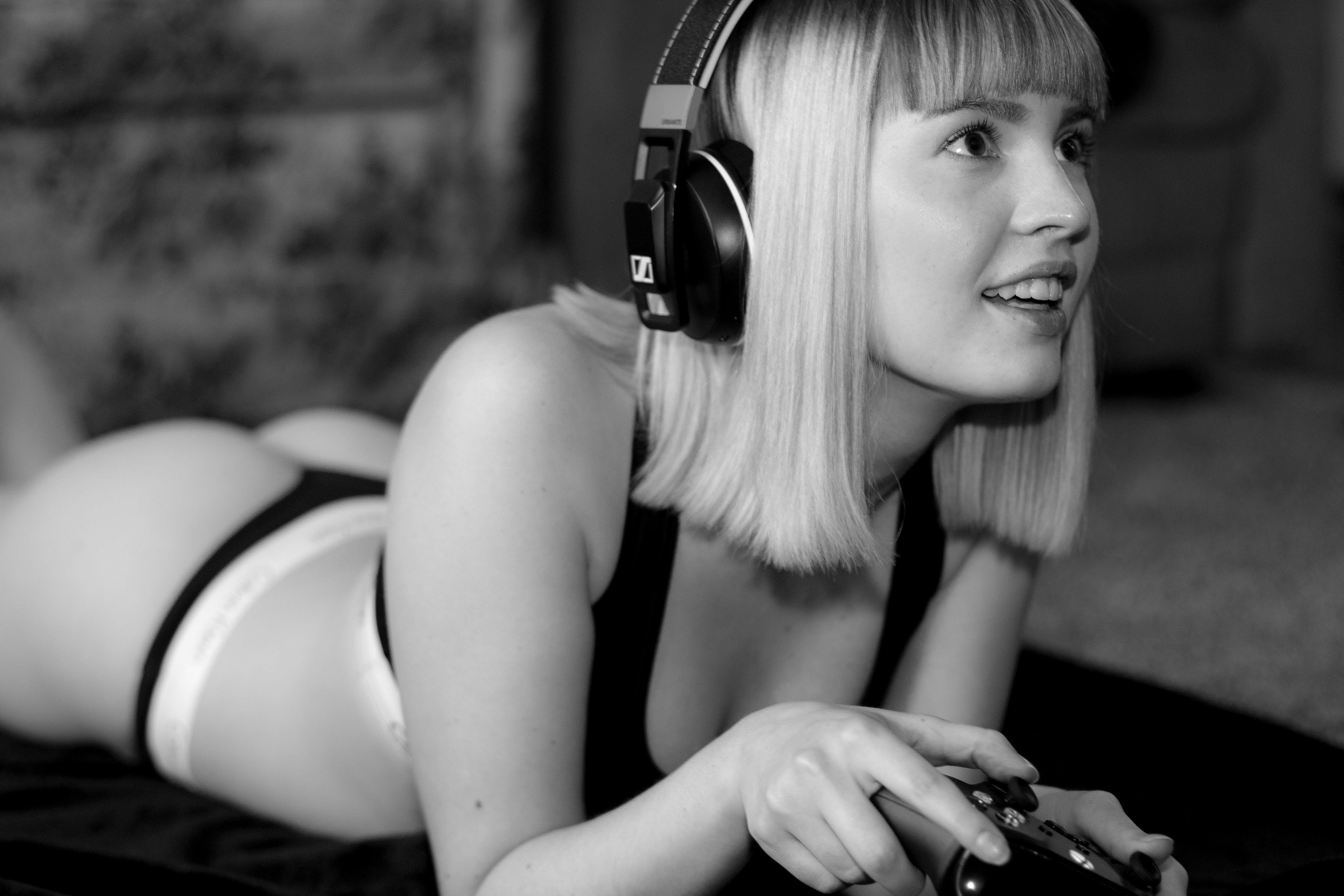 Sexy white girls porn free downloads 1