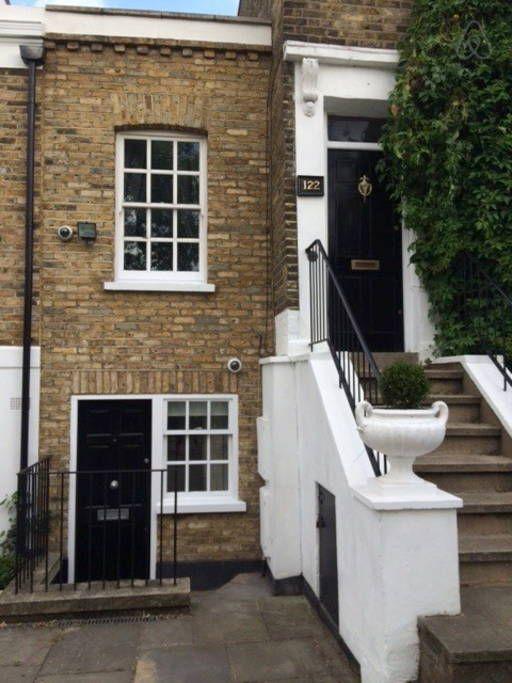 Échale un vistazo a este increíble alojamiento de Airbnb: Charming 1 Bed Victorian House - Casas en alquiler