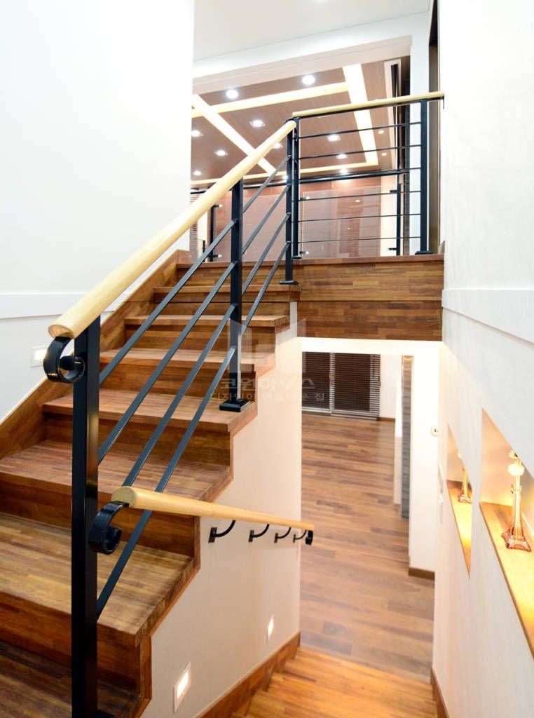 2층으로 연결 된 계단 (De 코원하우스)