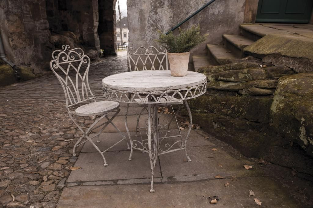 Tuintafel - Aged - Sier - Rond - Hout - Esschert Design - Woonwebwinkel LiL.nl #romantic #old #table #chair #stones