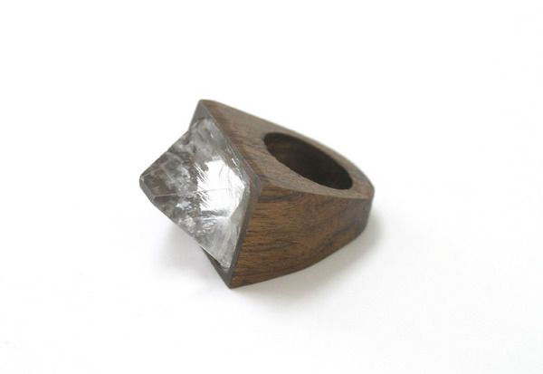 Love the natural look of this ring  !