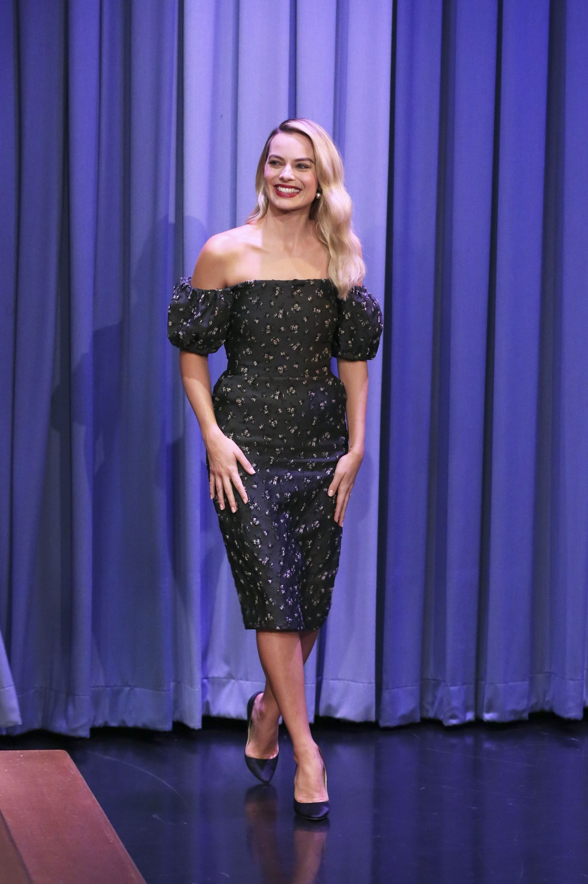 aac282e90c7 Margot Robbie In Brock Collection - 'The Tonight Show Starring Jimmy ...