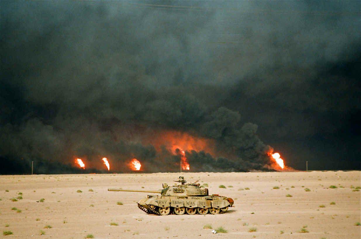 GWOilWellsTankLGx.jpg (201114 bytes) Iraqi army