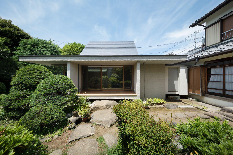 Gallery Of Dutch Gable Roof House Hiroki Tominaga Atelier 1 Dutch Gable Roof Gable Roof House Gable Roof Design