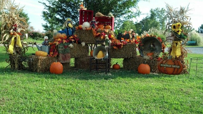 Fall yard decorations fall yard decoration pinterest for Pictures of fall decorations for the yard