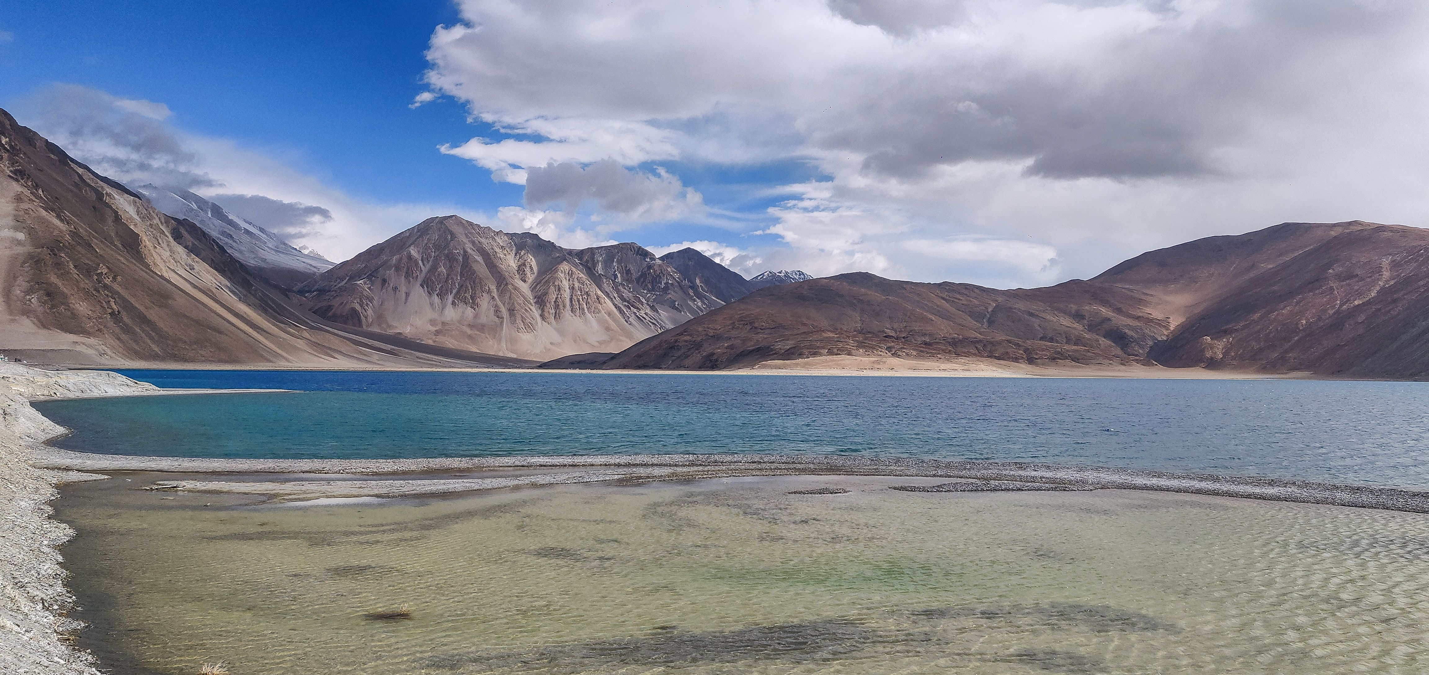 Colorful water of the world's highest salt water lake the Pangong lake  (Ladakh India). [4608x2176] [OC] #Music #IndieArtis… | Salt water lake,  Salt and water, Water