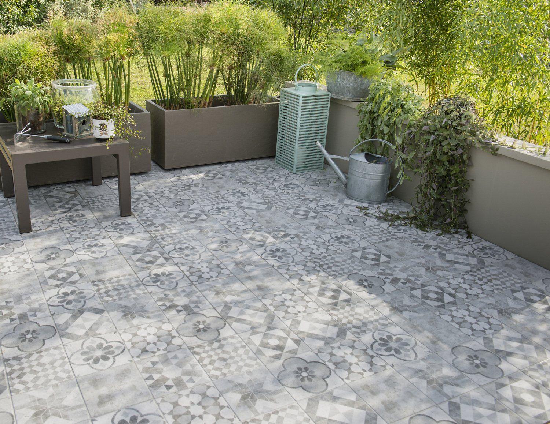 Un Carrelage Gris Et Argent Imitation Carreaux De Ciment Sur Une Terrasse Carrelage Terrasse Imitation Carreaux De Ciment Terrasse Grise