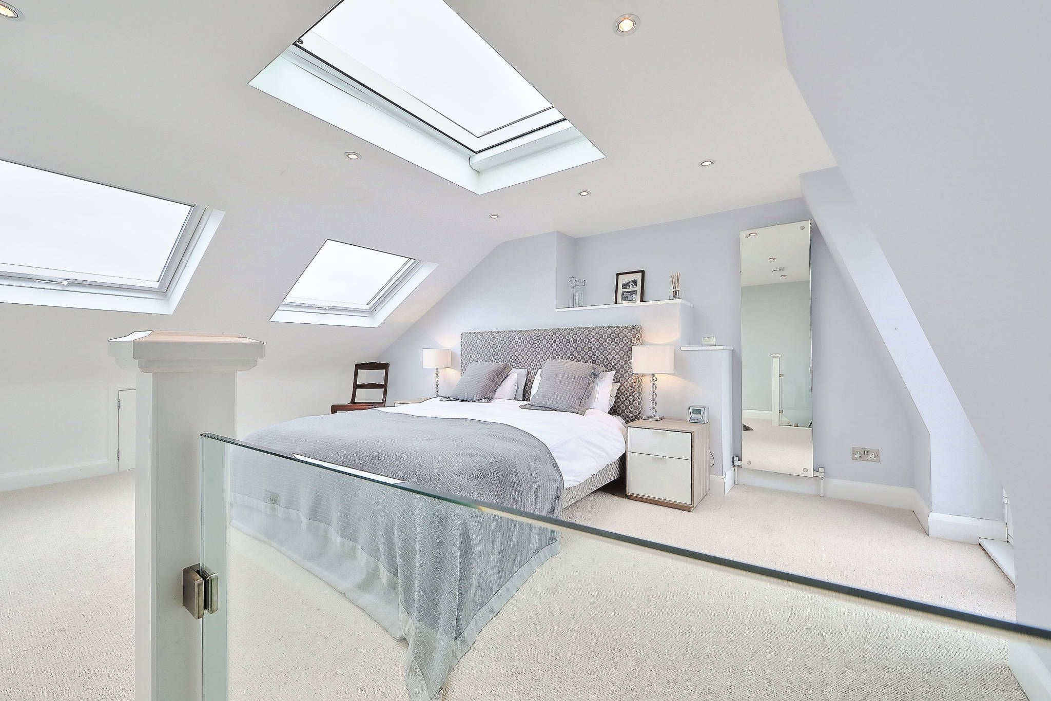 L shaped master bedroom  lshaped loft conversion wimbledon  Modern bedroom by nuspace More