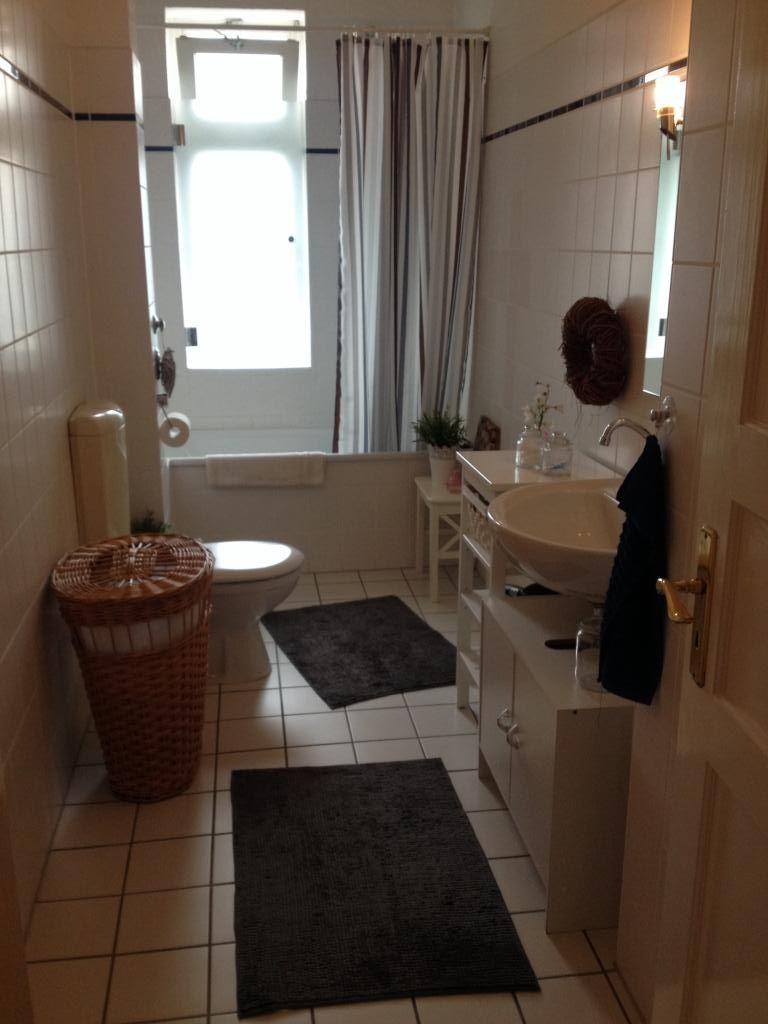 Kleines Badezimmer In Weiss In Hamburger Wohnung Badezimmer Hamburg Weiss Schone Badezimmer Badezimmer Wohnung