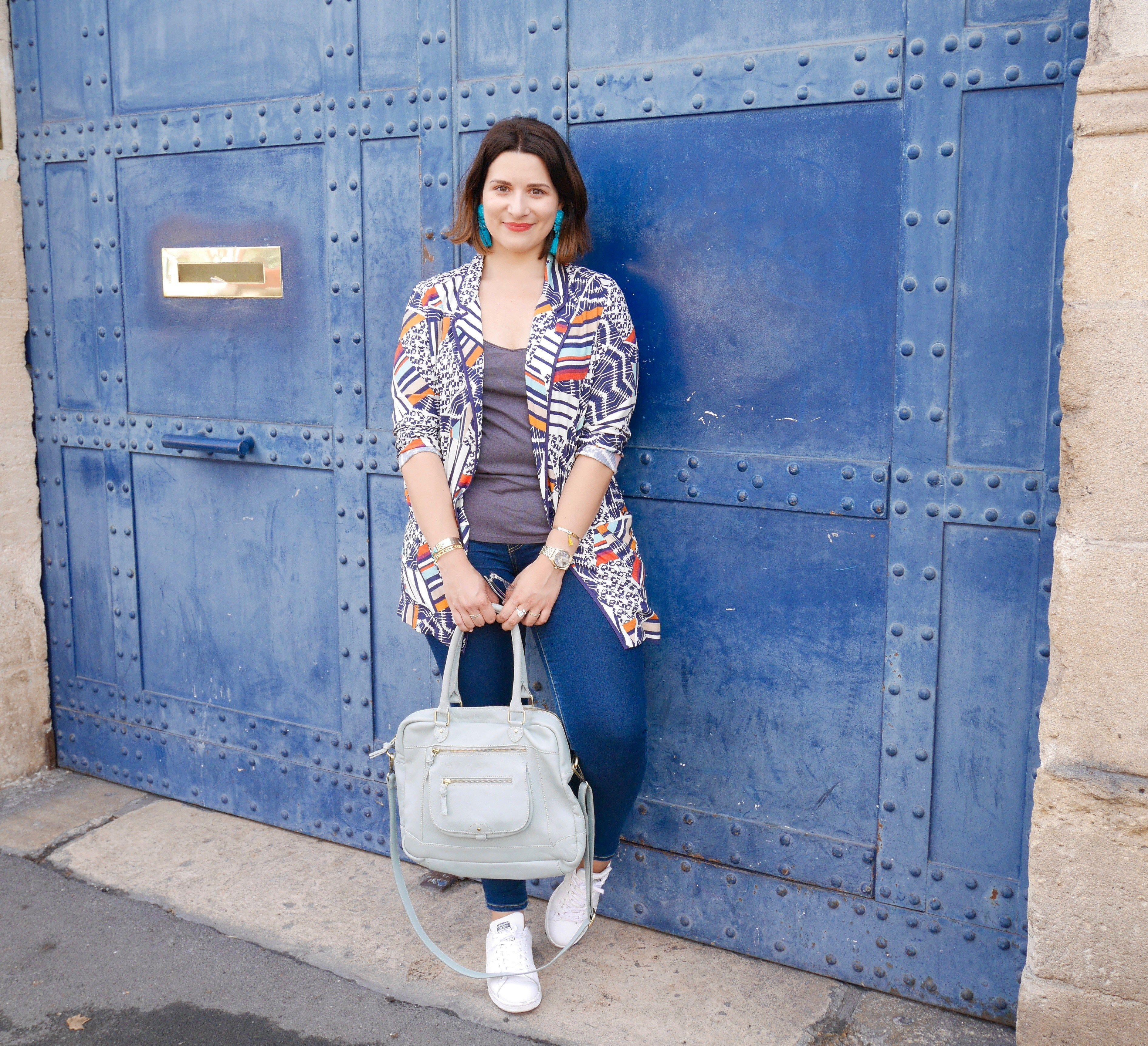 Collection Printemps/Eté 2016- veste imprimée portée par la Alexandra  du Blog Mademoisellemodeuse.com. Veste : http://www.balsamik.fr/blazer-imprime-special-grande-imprime-bleu-orange.htm?ProductId=001010558&FiltreCouleur=6406&t=3