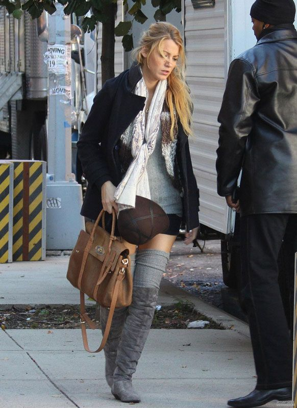 Blake Lively wearing PROENZA SCHOULER Wool-blend peacoat Mulberry Heritage  Bayswater Satchel Chinese Laundry Turbo Split Suede boots in Grey. f9ebbf8ae7472