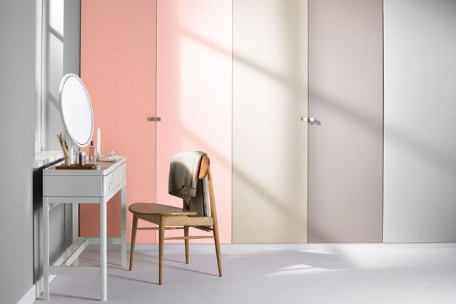 Pastels palette mixing neutral shades of gray and beige with light shades of pink. Paneling design using the closet doors