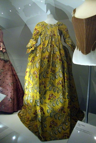 Sack-back gown, 1760s, back view. Fashion Museum, Bath.