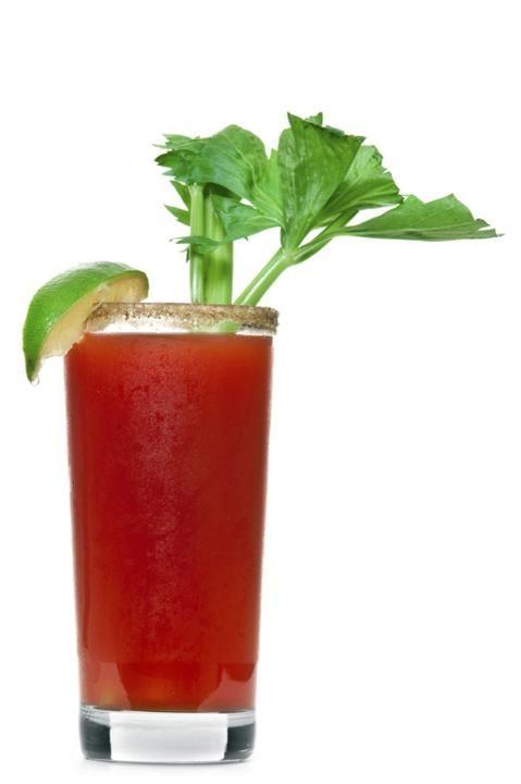 Batido depurativo  Tritura dos tomates grandes, un pepino, un diente de ajo, una pizca de romero, dos cucharadas de cilantro, dos de perej...
