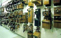 Particuliere telefoonbedrijven introduceerden in 1881 de openbare telefonie in Nederland. Door deze lokale netten vanaf 1888 onderling te verbinden, ontstond interlokale telefonie. De gemeenten en het rijk verkochten concessies die de bedrijven voor bepaalde tijd een monopolie verschaften voor een lokaal net.