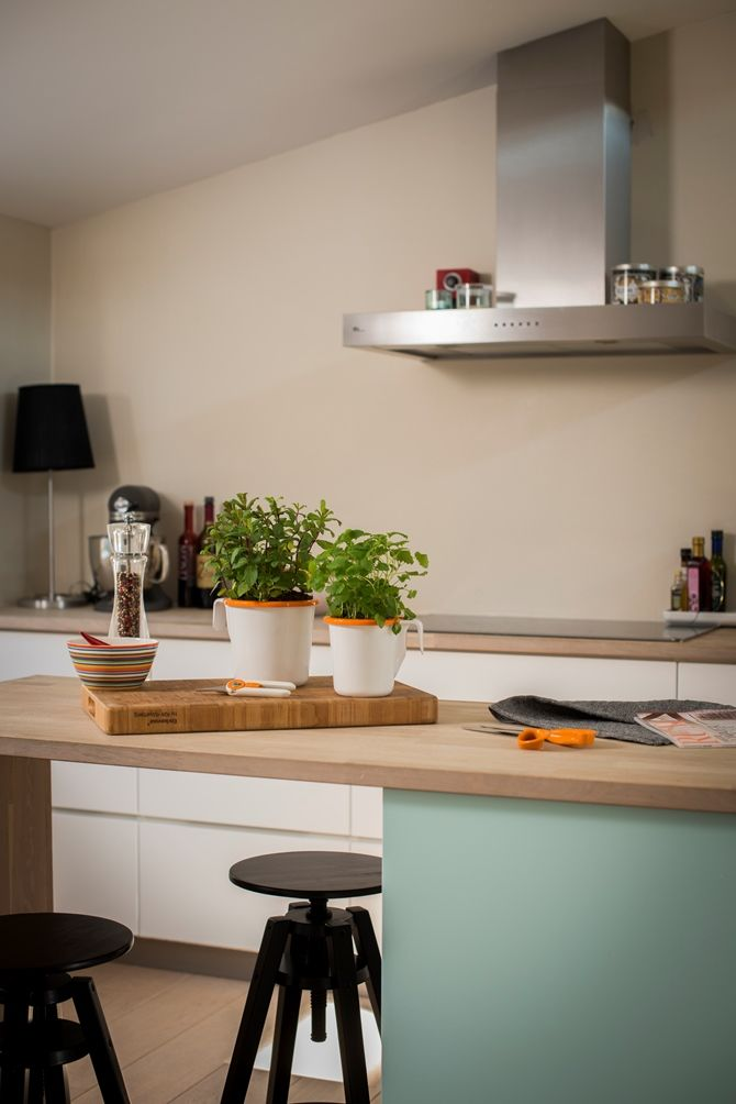 I Like The White Cabinets With The Wood Countertops Also Like The - Cuisinieres electriques pour idees de deco de cuisine
