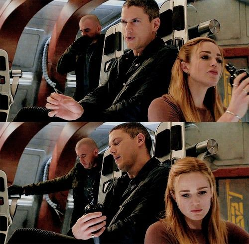 leonard and sara sharing a bottle (because that's what married couples do) /// captain canary  sara lance leonard snart legends of tomorrow ///  I'M SCREAMING CAITY AND WENTWORTH WHY YOU DOING THIS