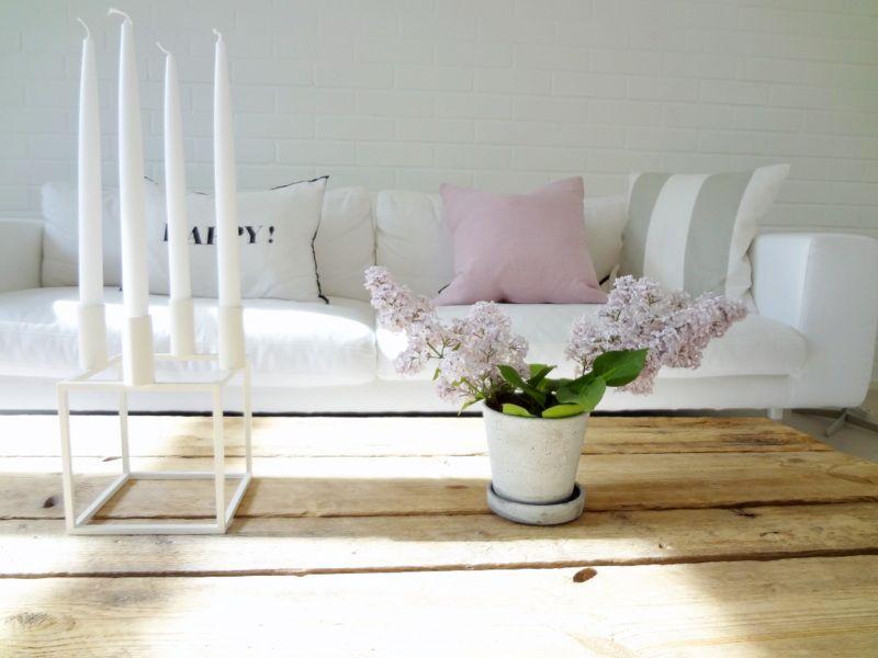 Värit ja sohvapöytä