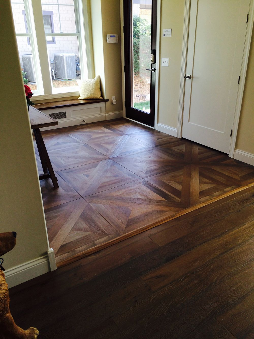 Wood tile floor pattern 집, 인테리어
