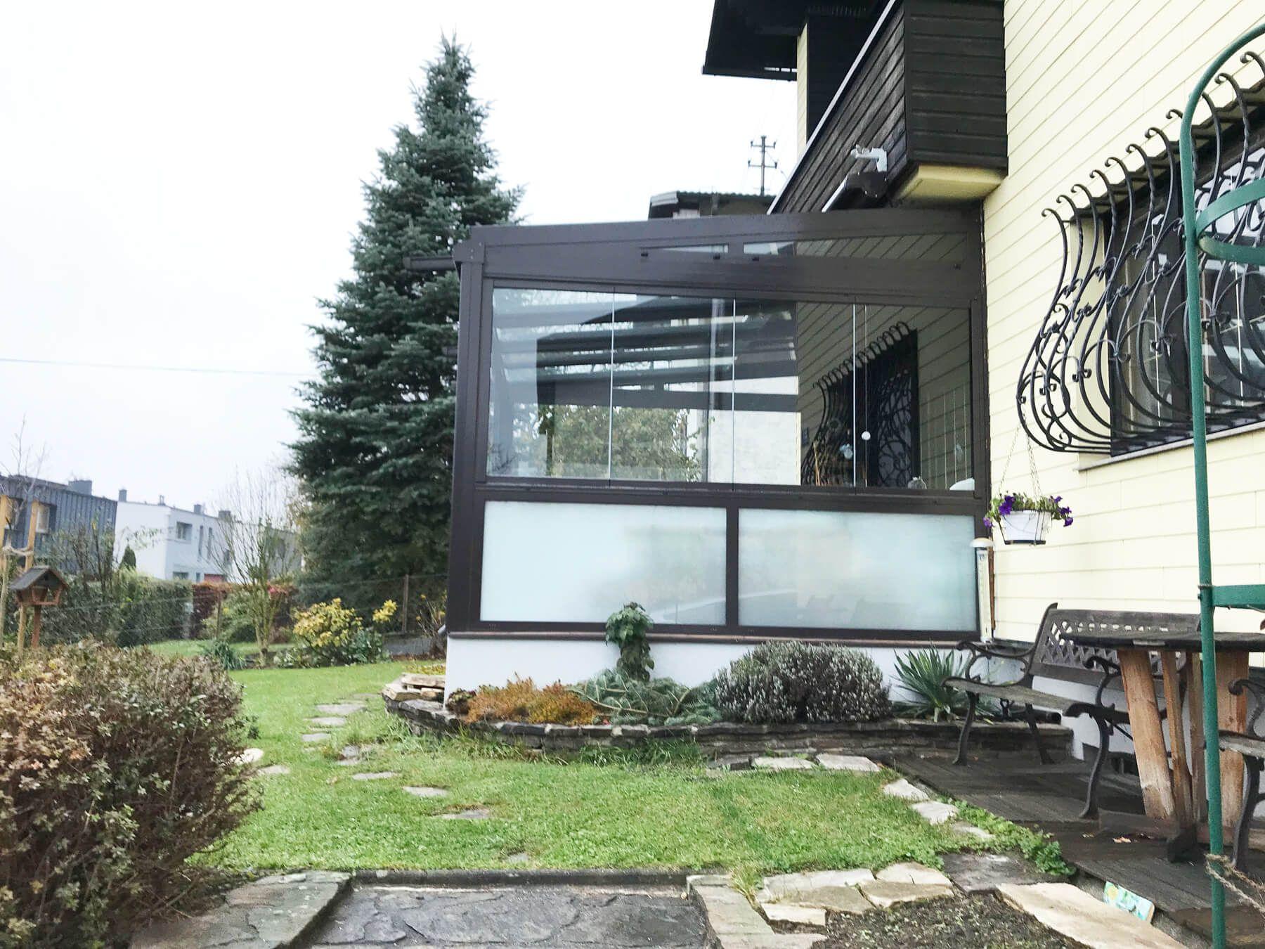 sommergarten mit sunflex schiebefenster unterhalb eines balkons sommergarten pinterest. Black Bedroom Furniture Sets. Home Design Ideas