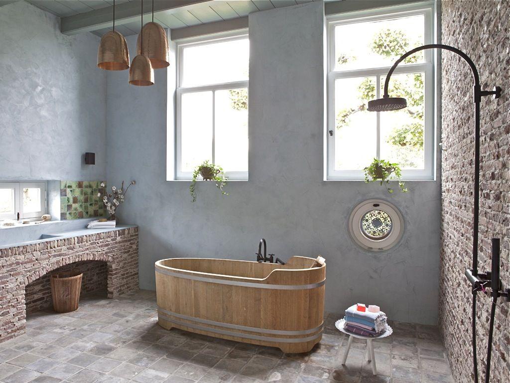 Vrijstaand houten bad - authentieke badkamer
