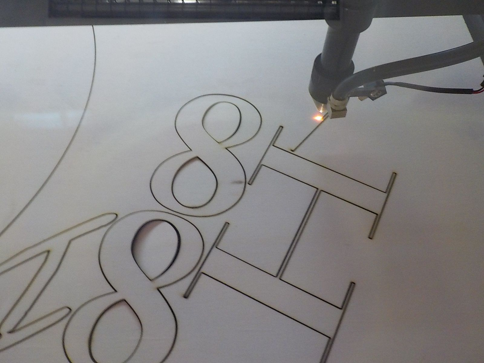 Lasercutting 10 mm plywood letters