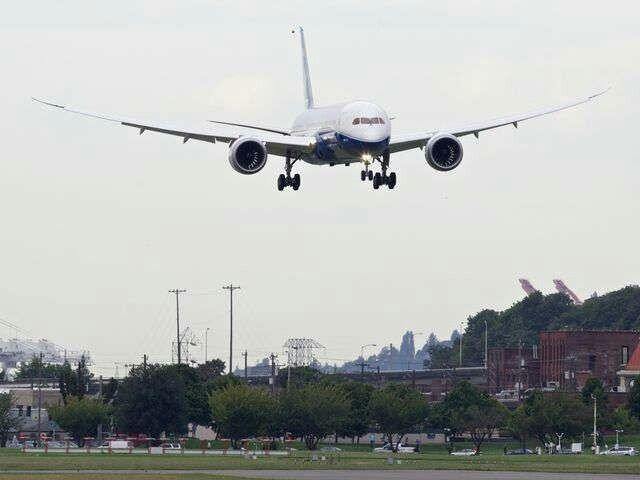 Boeing 787-9 landing after test flight.
