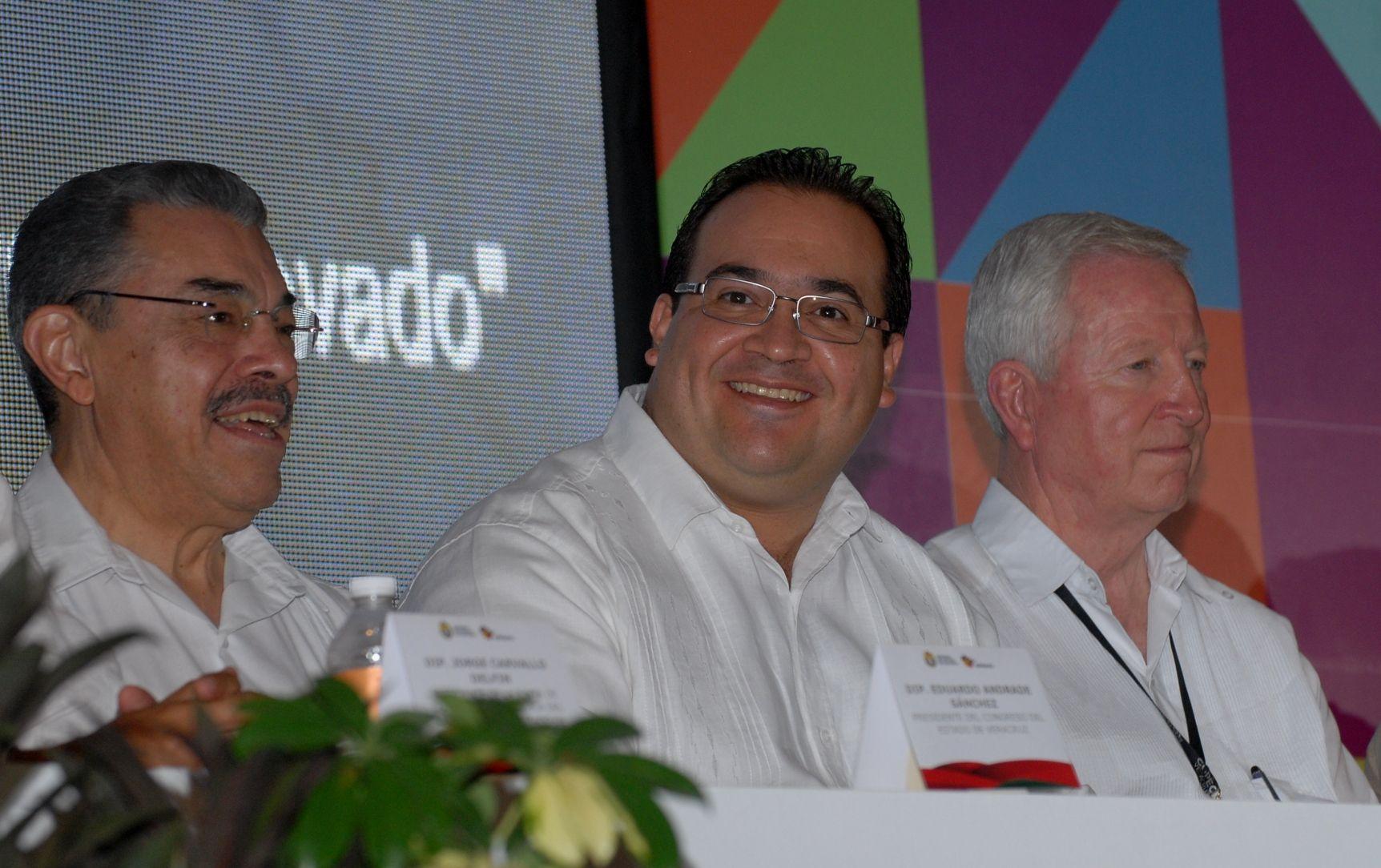 Durante la clausura de la Primera Asamblea Plenaria Copecol 2012, el gobernador Javier Duarte de Ochoa refirió que la creación de leyes en México entra en una nueva fase de la historia en la que los diputados se consolidarán como factores de impulso a la vida próspera de sus pueblos.