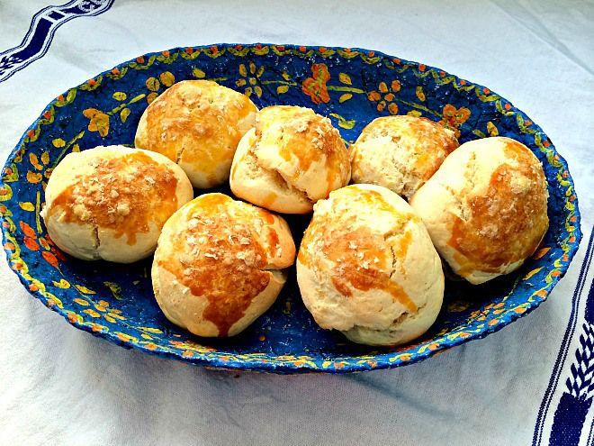 No forno, os pães espalharam um bom cheiro de parmesão pela casa
