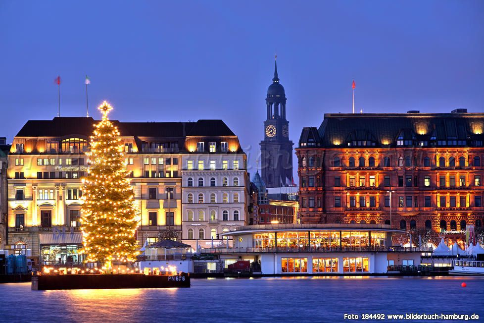 Hamburg Alster in Christmas Time   Hamburg neustadt