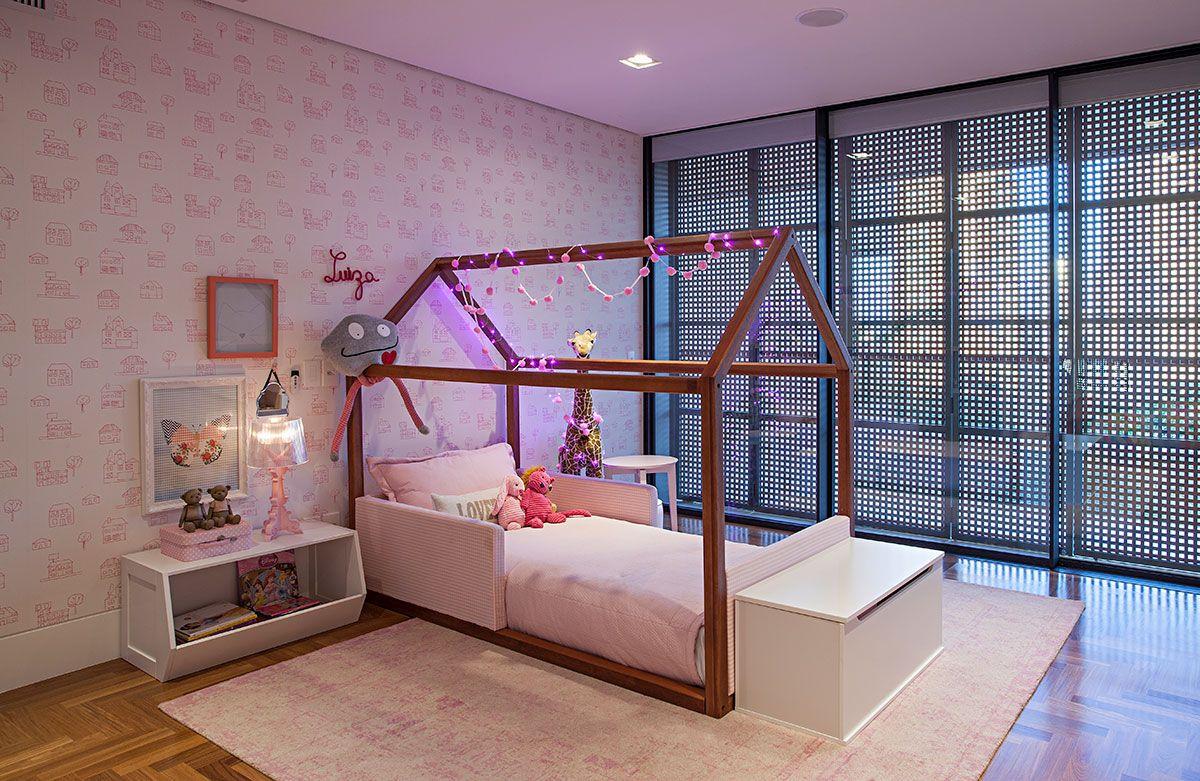 Uma Casa Ampla E Confort Vel Confortavel Luzes Naturais E Casa  ~ Quarto Juvenil Menina Com Caixote De Feira Quarto