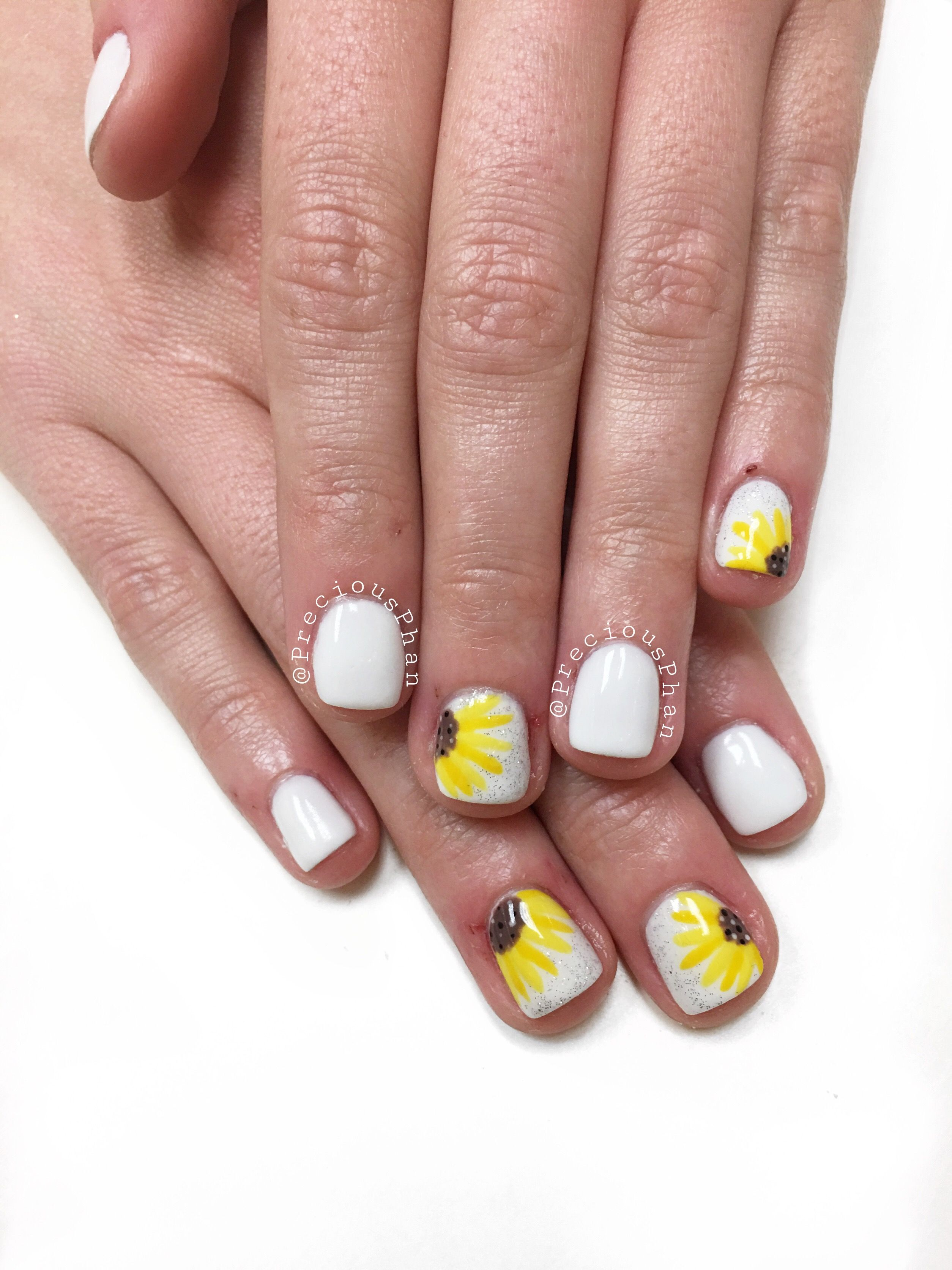 White Nails With Sunflowers Are Everything Preciousphan Sunflower Nails White Nails Nails