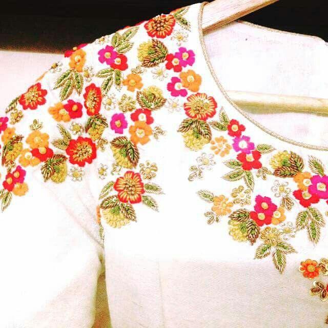 Crop top with some embroidery. | Rubi | Bordado, Ropa y Vestidos