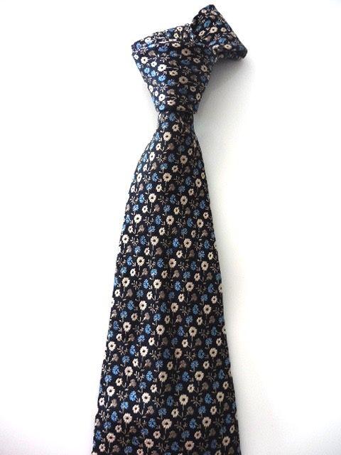 5087c26d196e5 Cravate cacharel soie motif liberty p. etat | Vintage Cacharel ...