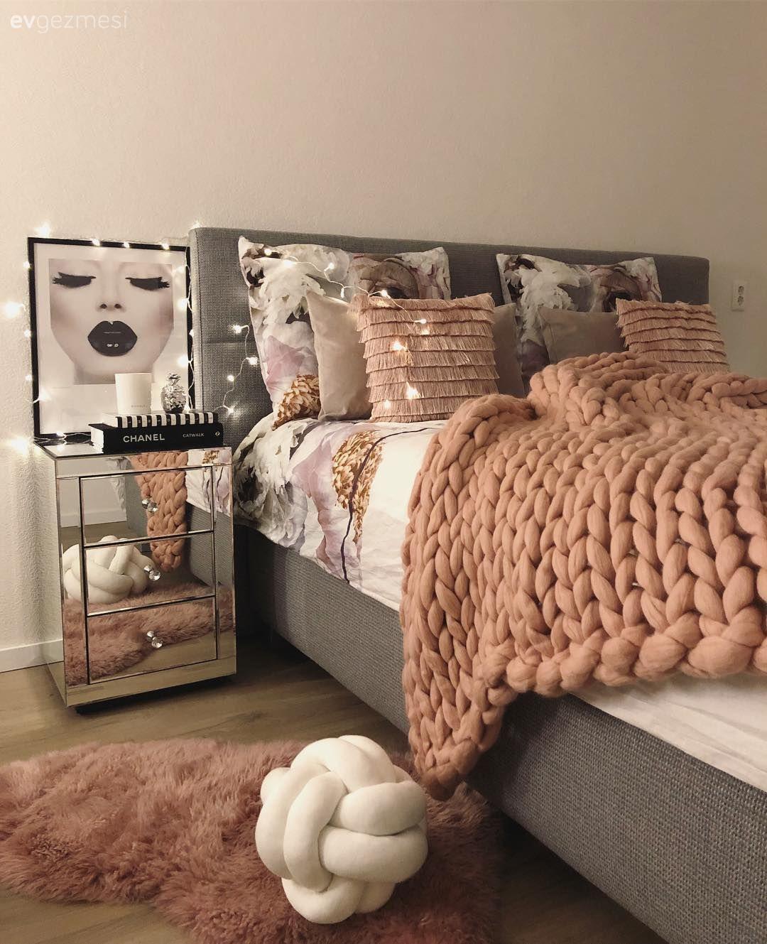 Satır Aralarında Pembeler Bu Modern Eve Sıcak Zerafet Katıyor