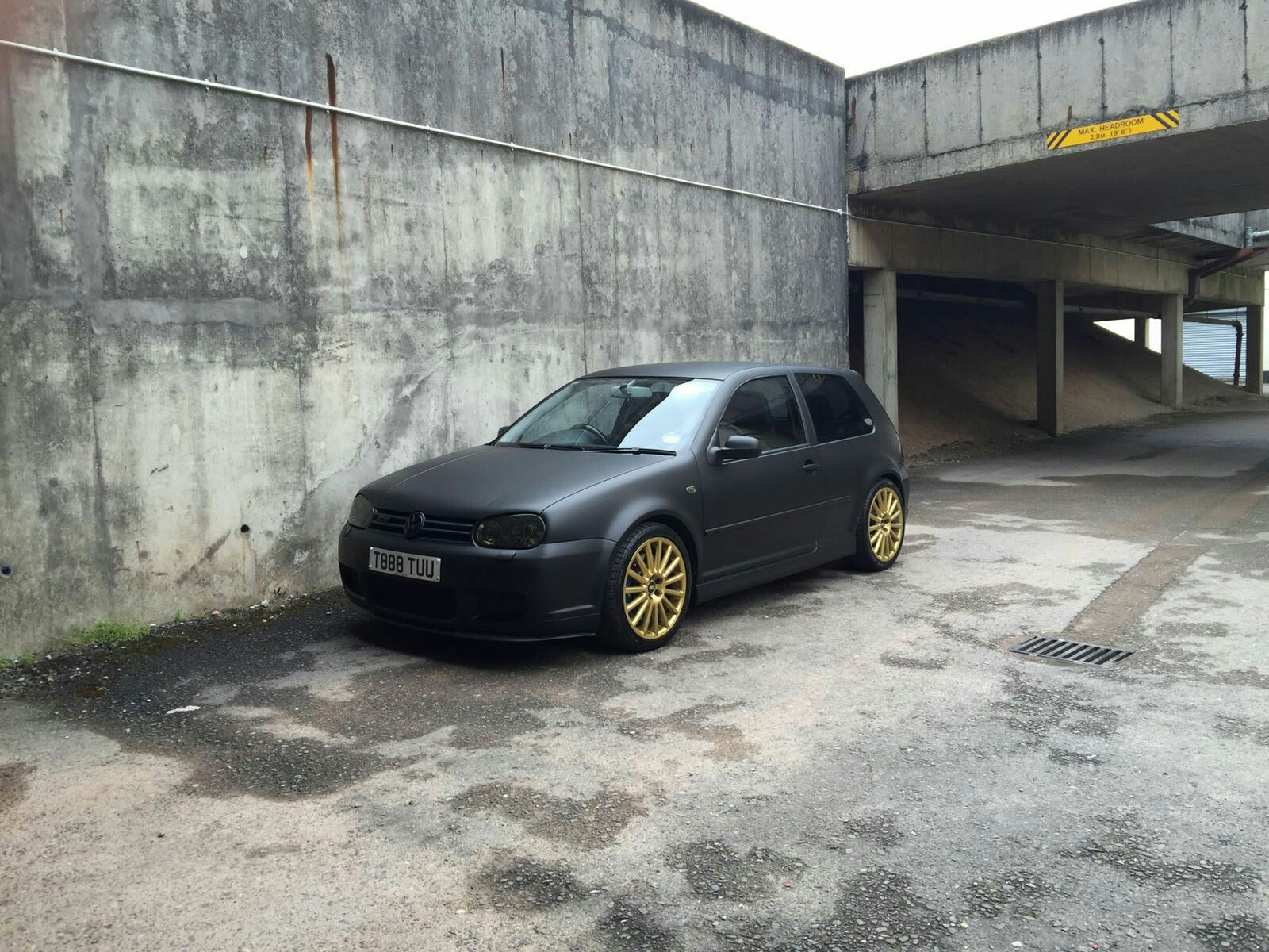 matt black golf r32 with light tints looking mean volkswagen golf mk4 r32 pinterest golf. Black Bedroom Furniture Sets. Home Design Ideas