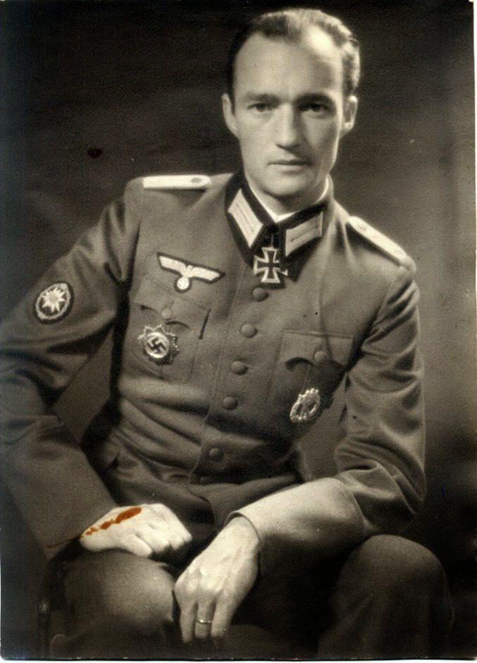 """Portrait du """"Oberleutnant"""" im Generalstab Dr. Franz Zintl lors de la remise de la Ritterkreuz des Eisernen Kreuzes comme Führer I./GebJägRgt 206 Le 06 juillet 1942."""