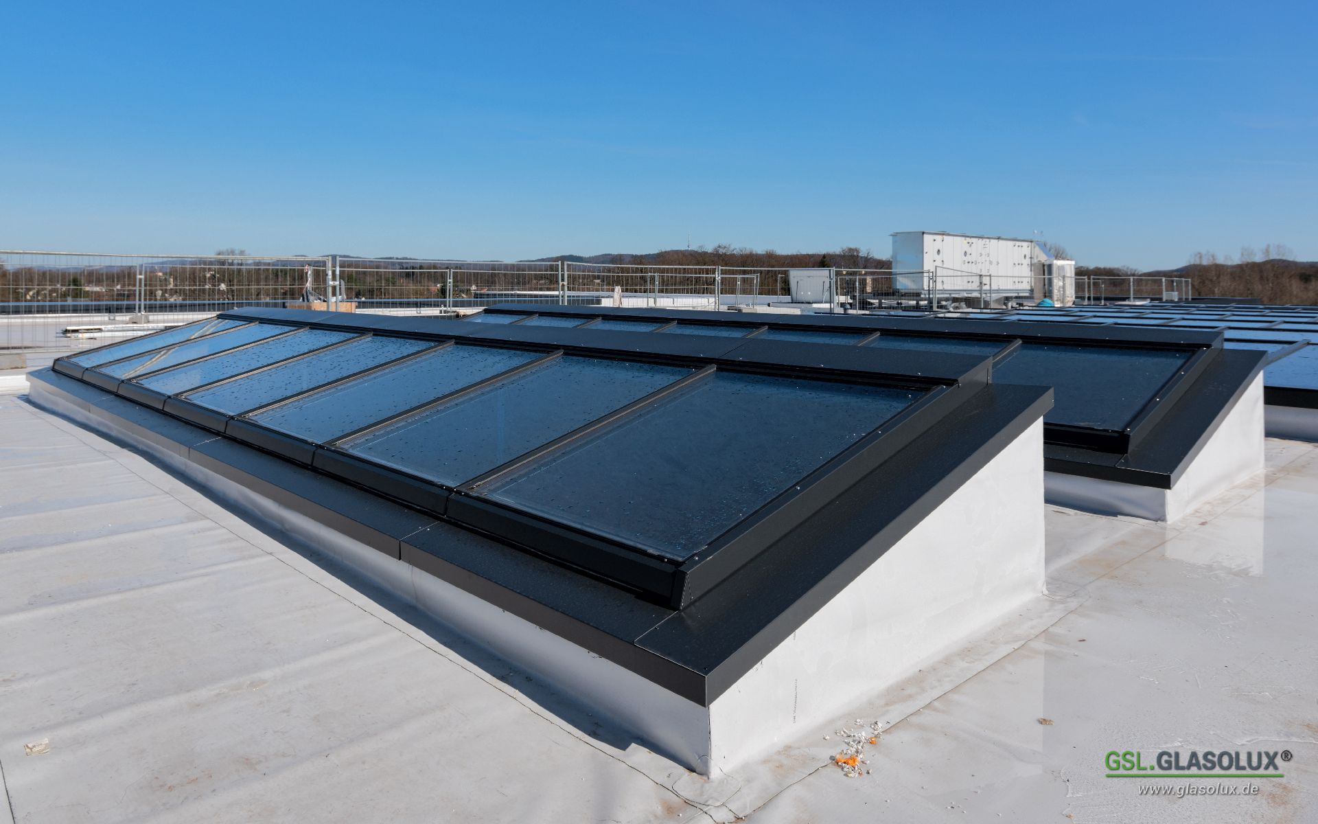 Auf Diesem Dach Haben Wir Drei A74 Lichtbänder Montiert Wovon Jedes