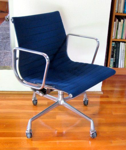 Vintage EAMES Aluminum Group MANAGEMENT CHAIR Herman Miller 4 Star Base  Blue Fabric