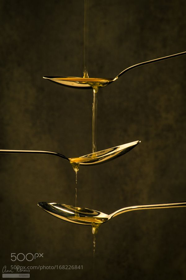 Pic: Honey dripping on golden spoons