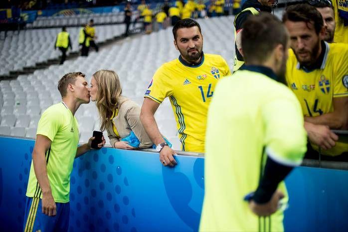Här tröstas spelarna av familjerna när kamerorna slocknat | Sverige | Fotbolls-EM 2016 | Landslag | Fotboll | Sportbladet | Aftonbladet